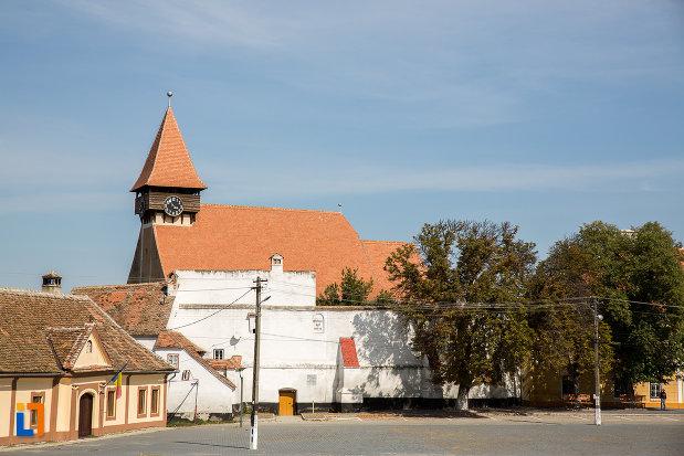 fotografie-cu-biserica-evanghelica-fortificata-1783-din-miercurea-sibiului-judetul-sibiu.jpg