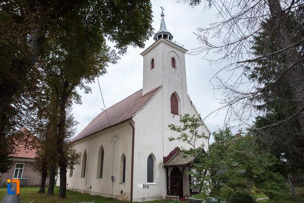 fotografie-cu-biserica-sf-anton-de-padova-din-zarnesti-judetul-brasov.jpg