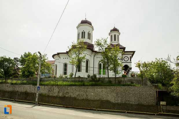 fotografie-cu-biserica-sf-nicolae-din-slatina-judetul-olt.jpg