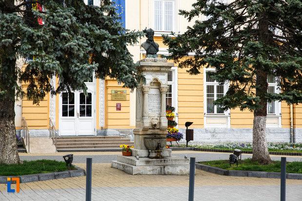 fotografie-cu-bustul-lui-constantin-brancoveanu-din-ramnicu-valcea-judetul-valcea.jpg