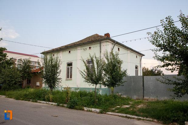 fotografie-cu-casa-aneta-constantinescu-1870-din-turnu-magurele-judetul-teleorman.jpg