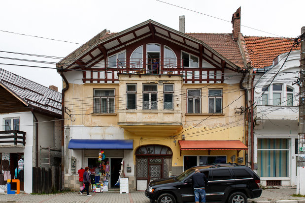 fotografie-cu-casa-ion-vasilescu-din-azuga-judetul-prahova.jpg