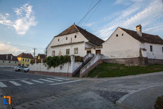 fotografie-cu-casa-parohiala-evanghelica-1719-din-talmaciu-judetul-sibiu.jpg