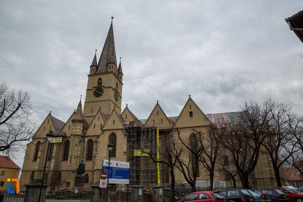 fotografie-cu-catedrala-evanghelica-sf-maria-din-sibiu-judetul-sibiu-din-lateral.jpg