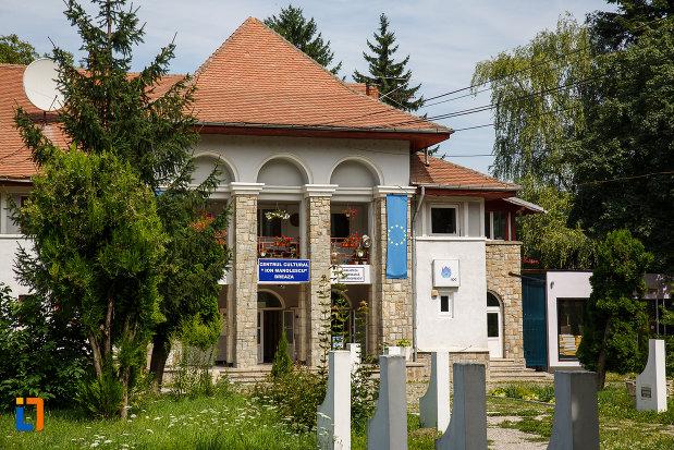 fotografie-cu-centru-cultural-ion-manolescu-din-breaza-judetul-prahova-2.jpg