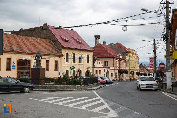 fotografie-cu-centrul-istoric-din-zarnesti-judetul-brasov.jpg