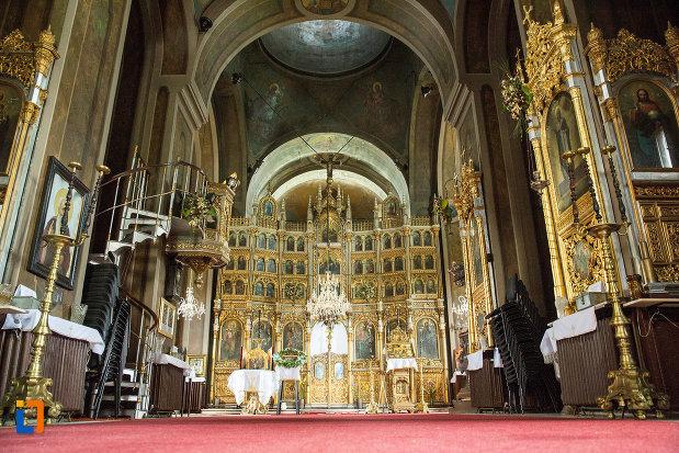 fotografie-cu-interiorul-de-la-biserica-grecescu-din-drobeta-turnu-severin-judetul-mehedinti.jpg