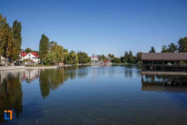 fotografie-cu-lacul-bisericii-lacul-miresei-din-campina-judetul-prahova.jpg