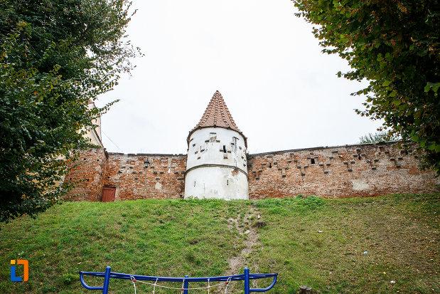fotografie-cu-latura-de-vest-bastionul-rotund-si-turn-curtine-fragmente-a-cetatii-din-medias-judetul-sibiu.jpg