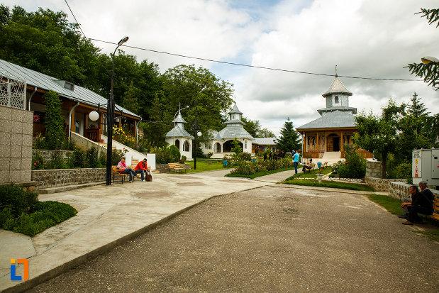 fotografie-cu-manastirea-brazi-din-panciu-judetul-vrancea.jpg