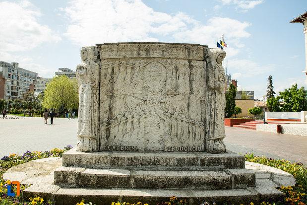 fotografie-cu-mausoleul-eroinei-ecaterina-teodoroiu-din-targu-jiu5145.jpg