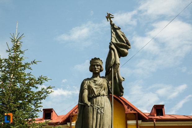 fotografie-cu-monumentul-eroilor-din-ocnele-mari-judetul-valcea.jpg