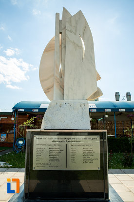 fotografie-cu-monumentul-eroilor-marinari-din-drobeta-turnu-severin-judetul-mehedinti.jpg