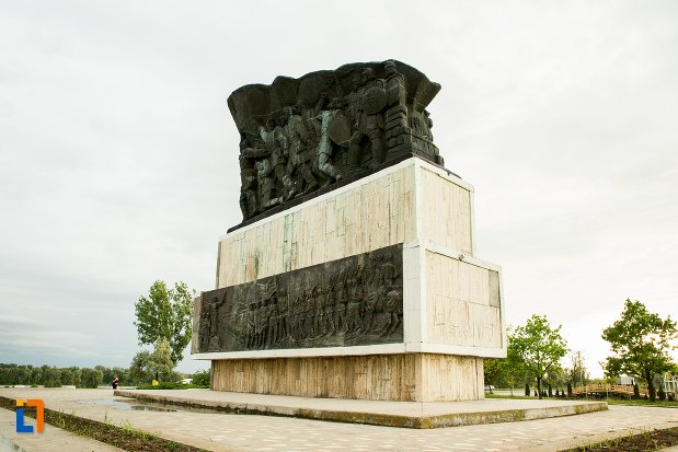 fotografie-cu-monumentul-independentei-de-langa-corabia-judetul-olt.jpg