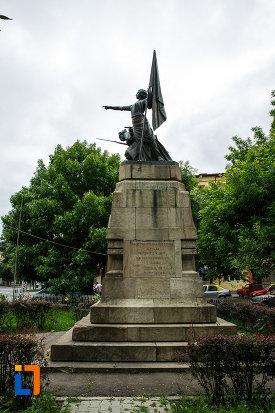 fotografie-cu-monumentul-independentei-din-focsani-judetul-vrancea.jpg