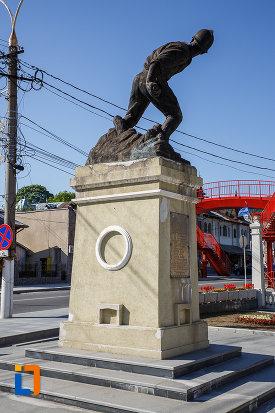 fotografie-cu-monumentul-ultima-grenada-a-caporalului-constantin-musat-judetul-prahova.jpg