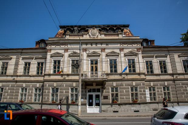fotografie-cu-muzeul-arta-lemnului-din-campulung-moldovenesc-judetul-suceava.jpg