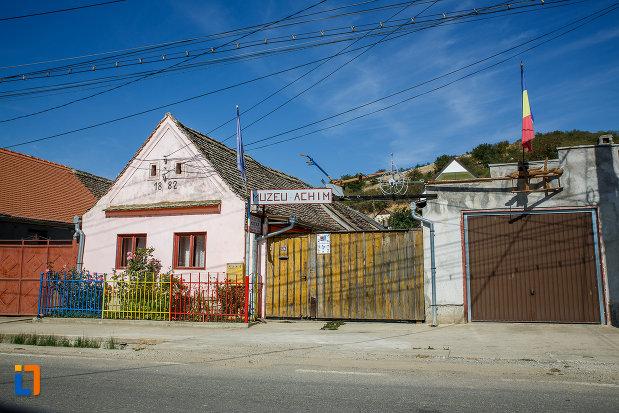 fotografie-cu-muzeul-etnografic-achim-aurel-din-ocna-sibiului-judetul-sibiu.jpg