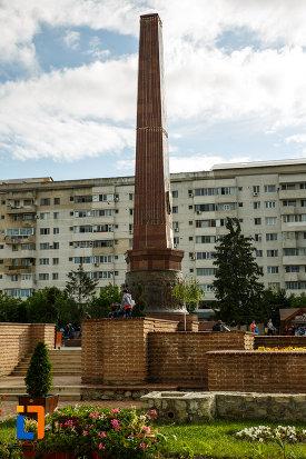 fotografie-cu-obeliscul-unirii-din-focsani-judetul-vrancea.jpg