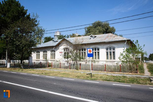 fotografie-cu-scoala-veche-din-cazanesti-judetul-ialomita.jpg