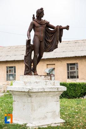 fotografie-cu-statuia-apollo-belvedere-din-giurgiu-judetul-giurgiu.jpg
