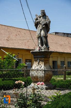 fotografie-cu-statuia-sf-ioan-nepomuc-1757-din-sannicolau-mare-judetul-timis.jpg
