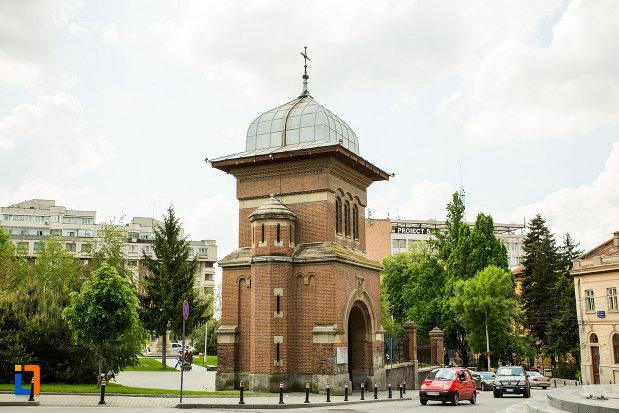 fotografie-cu-turn-din-ansamblul-bisericii-sf-treime-din-craiova-judetul-dolj.jpg
