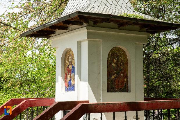 fotografie-de-la-biserica-sf-imparati-din-slatina-judetul-olt.jpg