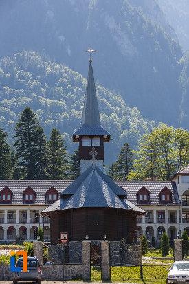 fotografie-de-la-manastirea-caraiman-din-busteni-judetul-prahova.jpg