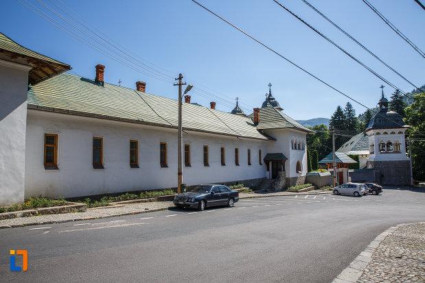 fotografie-de-la-manastirea-sinaia-judetul-prahova.jpg