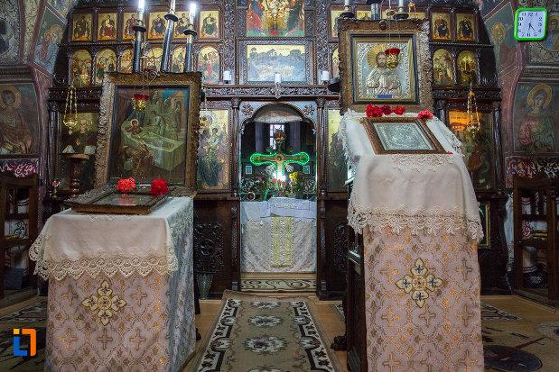 fotografie-din-biserica-nasterea-maicii-domnului-din-zarnesti-judetul-brasov.jpg