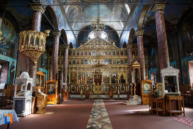 fotografie-din-biserica-sf-gheorghe-din-tulcea-judetul-tulcea.jpg
