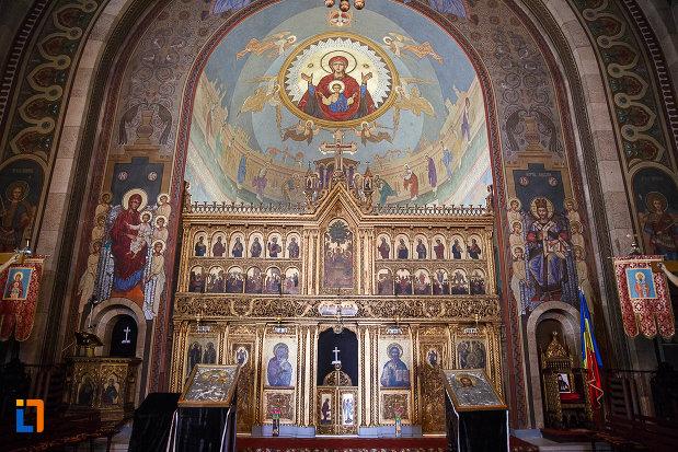 fotografie-din-catedrala-ortodoxa-sf-arhangheli-mihail-si-gavril-din-orastie-judetul-hunedoara.jpg