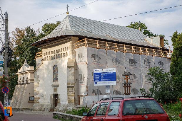 fotografie-din-lateral-cu-biserica-invierea-domnului-vascresenia-1551-din-suceava-judetul-suceava.jpg