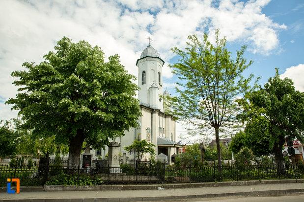 fotografie-din-lateral-cu-biserica-sf-nicolae-din-caracal-judetul-olt.jpg
