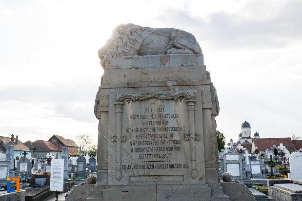 fotografie-din-lateral-cu-monumentul-eroilor-revolutiei-de-la-1848-1849-din-sebes-judetul-alba.jpg