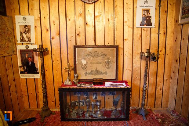 fotografii-si-cupe-expuse-la-biserica-muzeu-sf-ilie-biserica-noua-din-dragasani.jpg