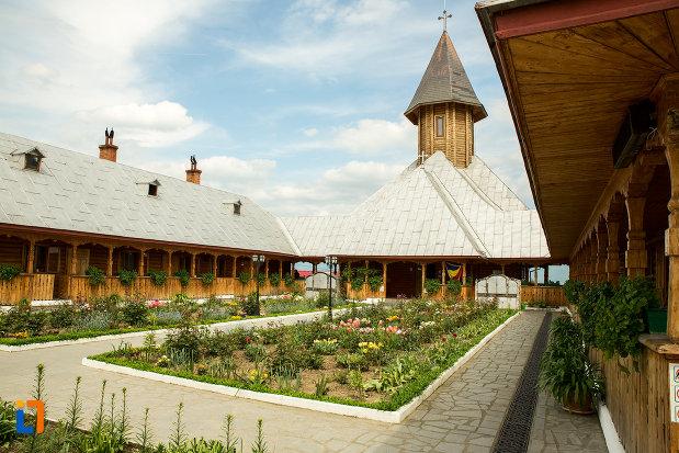 fotorafie-cu-manastirea-sf-ana-din-orsova-judetul-mehedinti.jpg