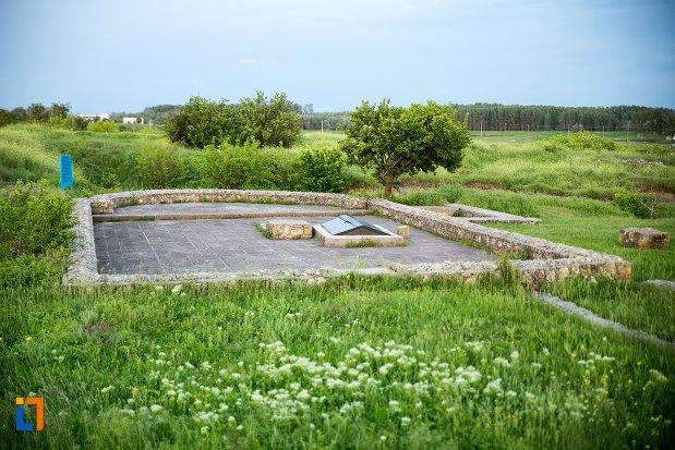 fundatie-de-cladire-din-asezarea-romana-sucidava-din-corabia-judetul-olt.jpg