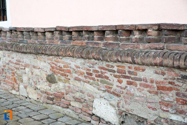 fundatie-din-caramida-biserica-maieri-sf-treime-din-alba-iulia-judetul-alba.jpg