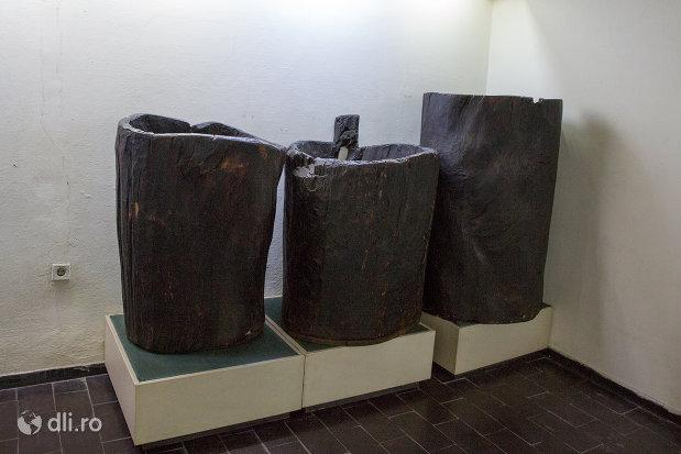 galeti-din-lemn-inclusiv-anul-1466-muzeul-etnografic-al-maramuresului-din-sighetu-marmatiei-judetul-maramures.jpg