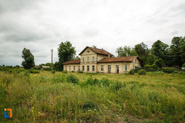gara-1893-din-odobesti-judetul-vrancea-vazuta-de-la-distanta.jpg