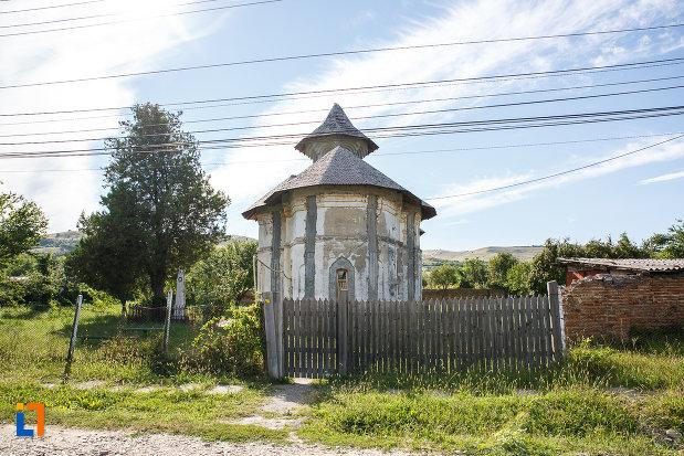gard-de-la-biserica-galbena-sf-dimitrie-sf-nicolae-1761-din-urlati-judetul-prahova.jpg