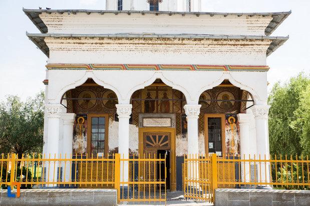 gard-de-la-biserica-sf-imparati-constantin-si-elena-din-cernavoda-judetul-constanta.jpg