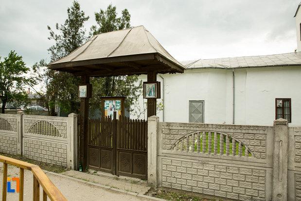 gard-de-la-biserica-sf-nicolae-din-filiasi-judetul-dolj.jpg