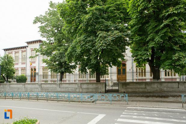 gard-de-la-scoala-tip-spiru-haret-azi-scoala-gimnaziala-nr-24-din-galati-judetul-galati.jpg