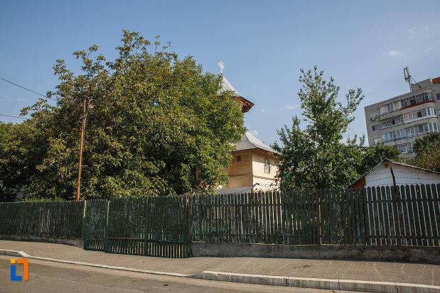 gard-din-lemn-de-la-biserica-sf-nicolae-vechi-din-ploiesti-judetul-prahova.jpg