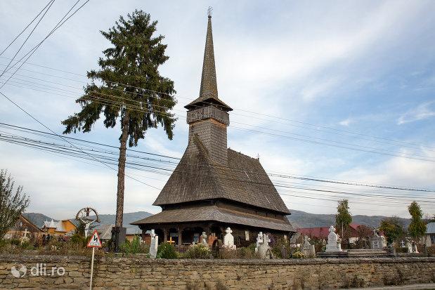 gard-si-biserica-de-lemn-adormirea-maicii-domnului-din-sieu-judetul-maramures.jpg