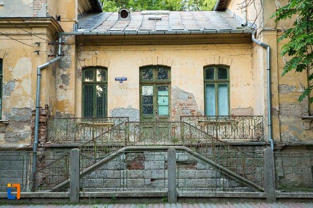 gard-si-scari-de-la-fosta-policlinica-din-corabia-judetul-olt.jpg