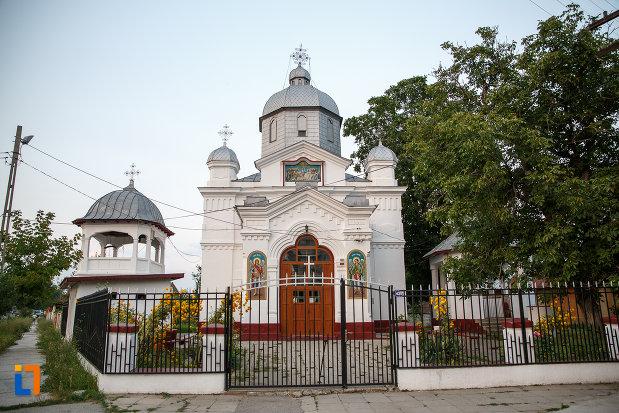gardul-de-la-biserica-adormirea-maicii-domnului-din-alexandria.jpg